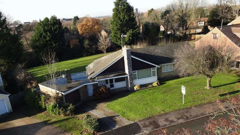 3 Bedrooms Detached Bungalow for sale in Tye Green Village, Harlow, Essex