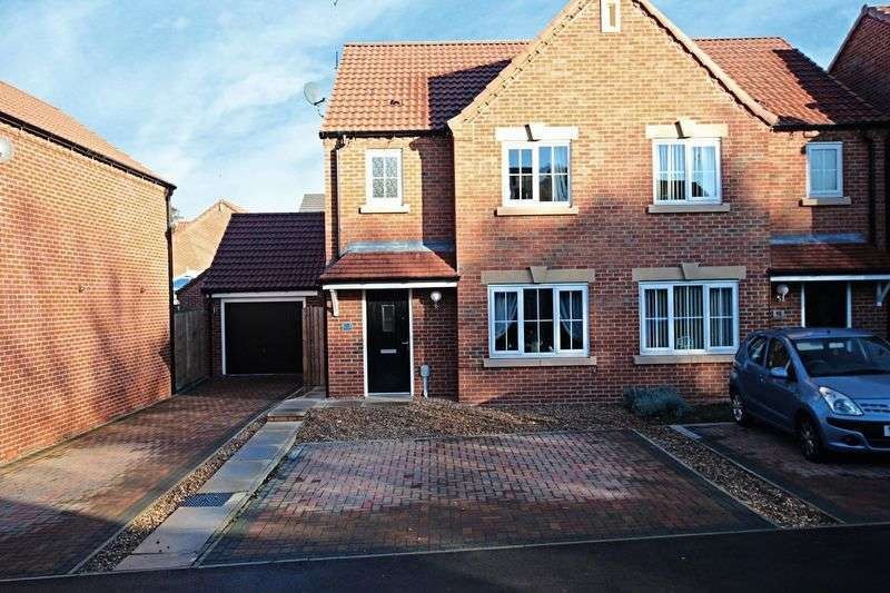 3 Bedrooms Semi Detached House for sale in Hallcoate View, Hull