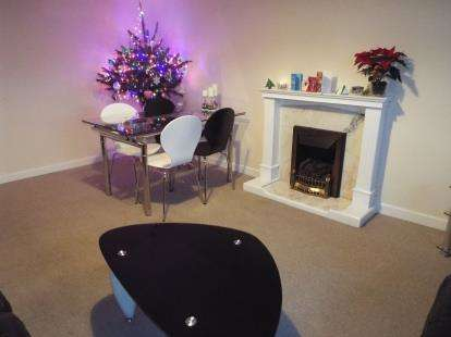 2 Bedrooms Flat for sale in Caia Gardens, Benjamin Road, Wrexham, Wrecsam, LL13