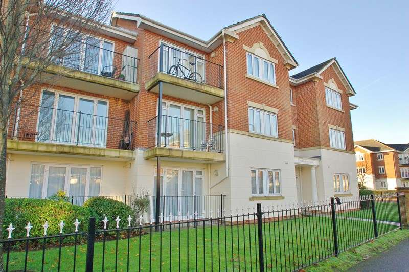 2 Bedrooms Flat for sale in Heritage Way, Gosport
