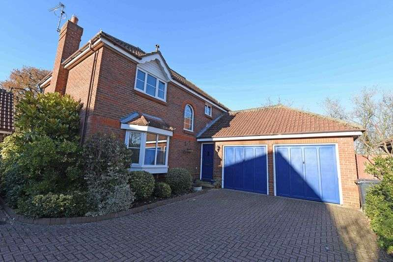 4 Bedrooms Detached House for sale in Chute Close, Bramley