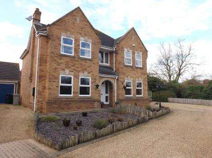 4 Bedrooms Detached House for sale in Stutte Close, Louth, Lincolnshire