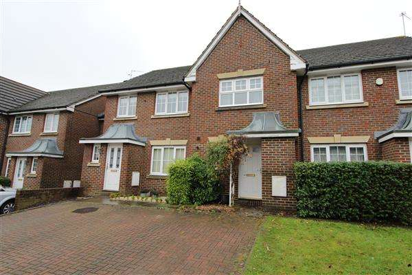 2 Bedrooms Semi Detached House for sale in Kensington Way, Borehamwood