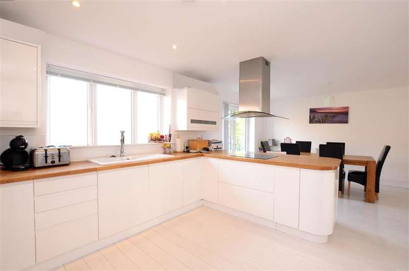 5 Bedrooms Detached House for sale in Stanley Road, Peacehaven, East Sussex
