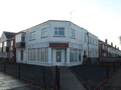 3 Bedrooms Flat for sale in Lumley Avenue, Skegness, Lincolnshire, England