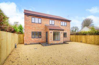 4 Bedrooms Detached House for sale in Wotton Road, Charfield, Wotton-Under-Edge, Gloucestershire