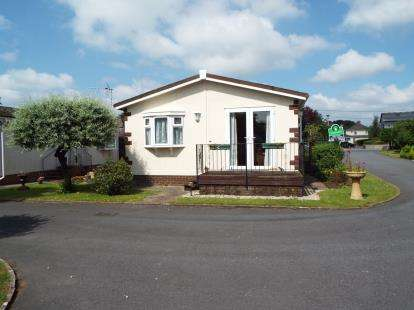 2 Bedrooms Mobile Home for sale in Newton Road, Kingsteignton, Newton Abbot