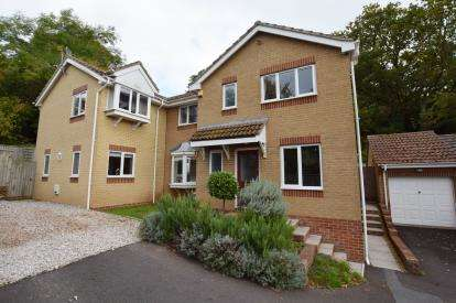 4 Bedrooms Detached House for sale in Kingsteignton, Newton Abbot, Devon