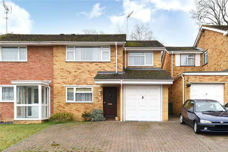 4 Bedrooms Semi Detached House for sale in Oak Avenue, Owlsmoor, Sandhurst, Berkshire, GU47