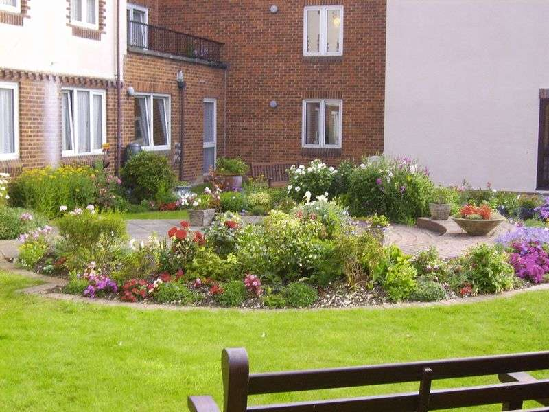 2 Bedrooms Retirement Property for sale in Claremont Court, Bognor Regis, PO21 1HD