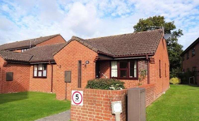 2 Bedrooms Bungalow for sale in Rookwood View, Waterlooville: Two bedroom retirement bungalow