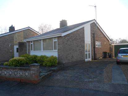 2 Bedrooms Bungalow for sale in Chapel Close, Bedford, Bedfordshire