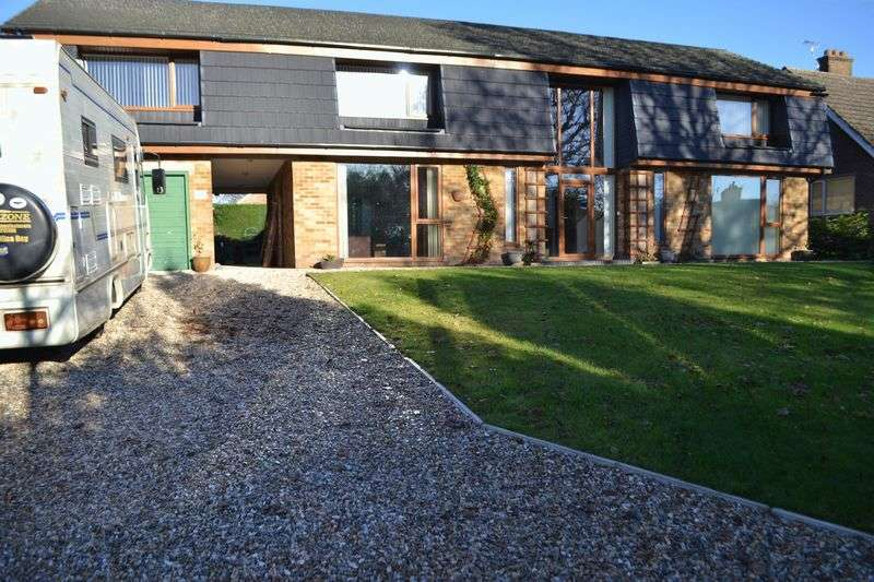 5 Bedrooms Detached House for sale in Willingham Road, Lea