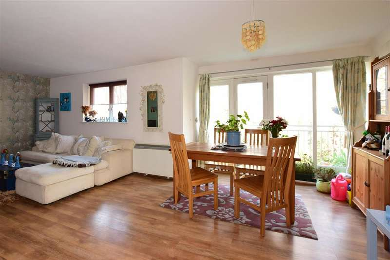 2 Bedrooms Apartment Flat for sale in Bingley Court, Canterbury, Kent