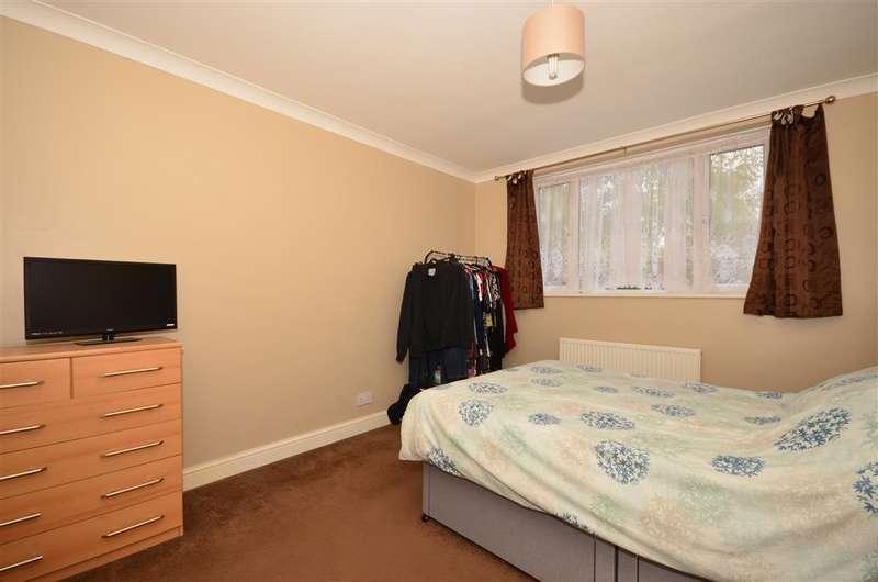 2 Bedrooms Ground Maisonette Flat for sale in Victoria Road, Horley, Surrey