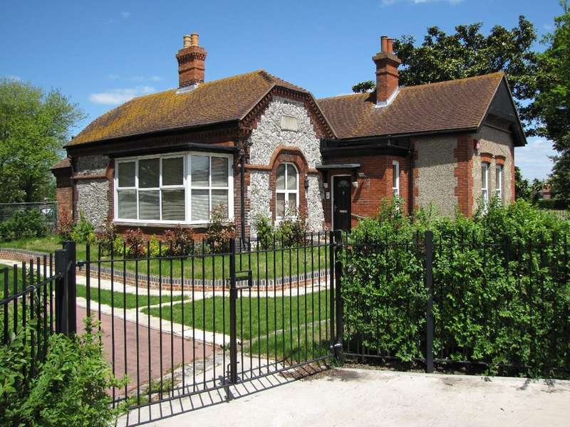 3 Bedrooms Detached House for sale in Portsmouth, Hampshire