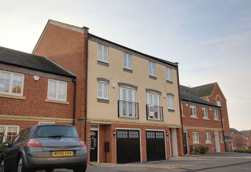 3 Bedrooms Semi Detached House for sale in Kelham Drive, Nottingham