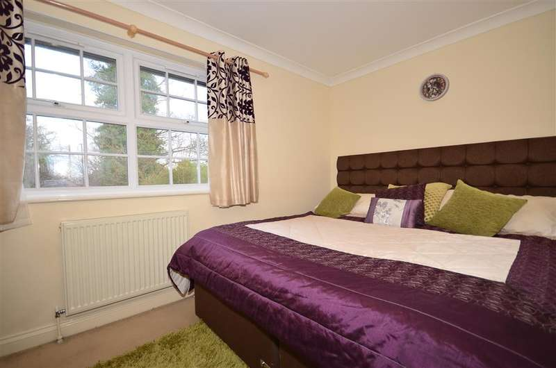 3 Bedrooms End Of Terrace House for sale in Hill Place, Crawley, West Sussex