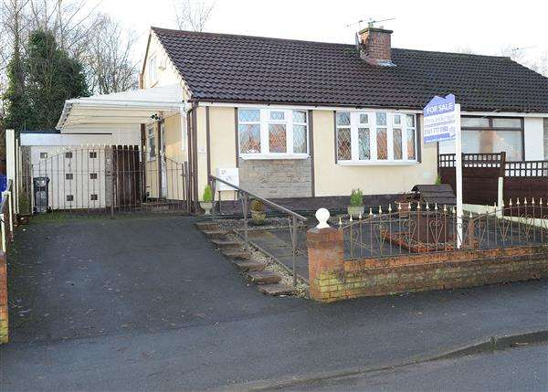 2 Bedrooms Bungalow for sale in 29 New Moss Road, Cadishead M44 5JN