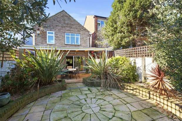 4 Bedrooms Detached House for sale in Westbourne Avenue, Acton