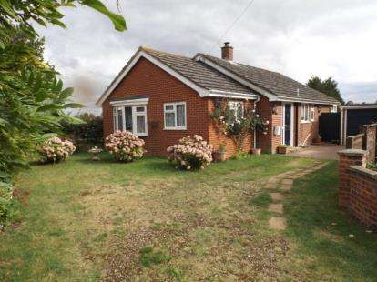 2 Bedrooms Bungalow for sale in Hingham, Norwich, Norfolk