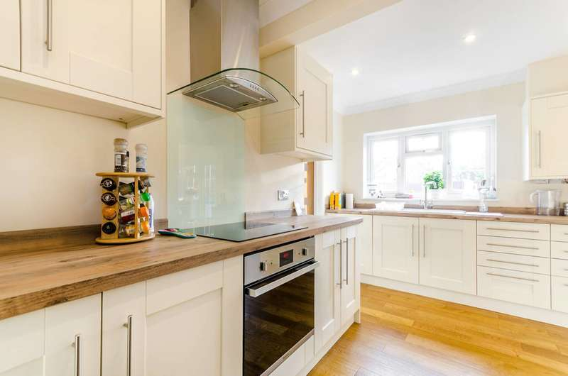 4 Bedrooms House for sale in Stroudes Close, Worcester Park, KT4