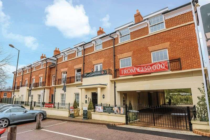 1 Bedroom Flat for sale in Fleur-de-Lis, Hartley Wintney: BRAND NEW LUXURY ONE BED APARTMENT