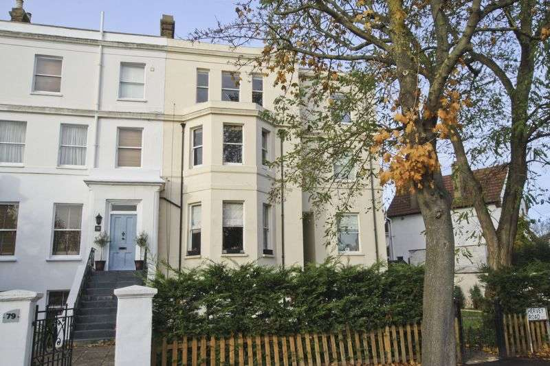 1 Bedroom Flat for sale in Hervey Road, Blackheath
