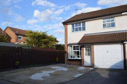 4 Bedrooms Semi Detached House for sale in Bishops Close, Brackley, Northamptonshire, Uk