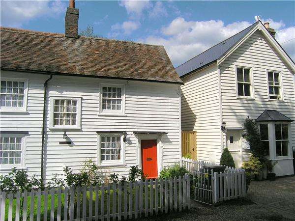 2 Bedrooms Cottage House for sale in Gravel Lane, Chigwell