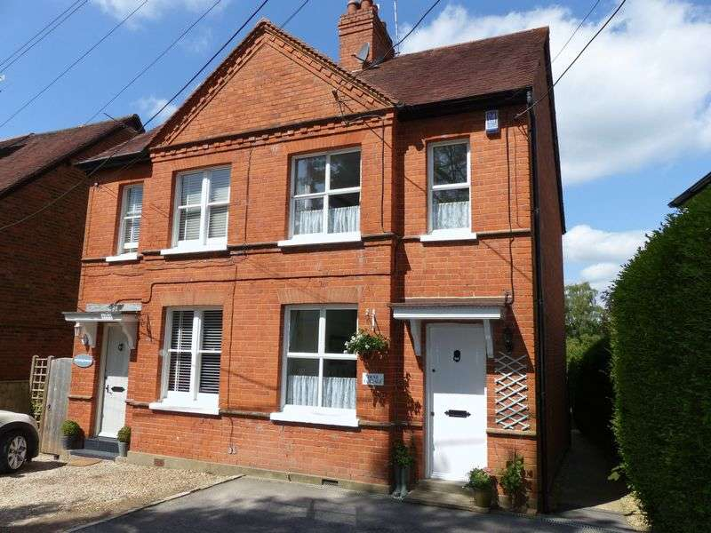2 Bedrooms Semi Detached House for sale in COOKHAM DEAN