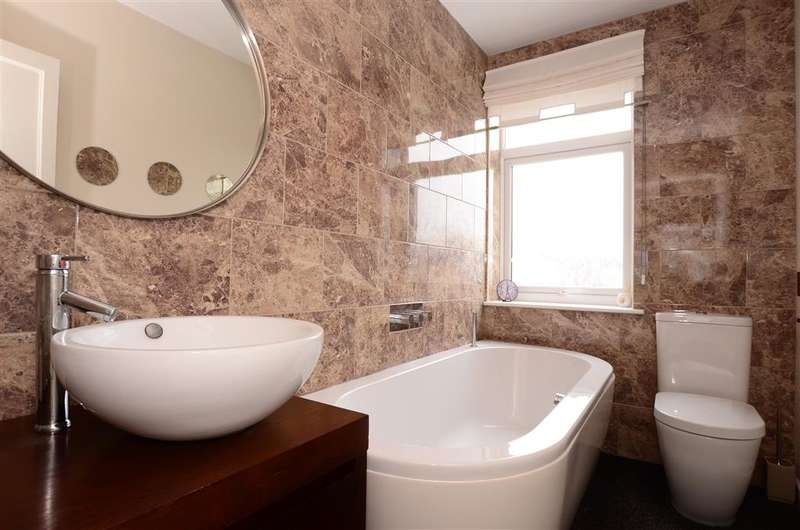 3 Bedrooms Semi Detached House for sale in Queen Street, Worthing, West Sussex