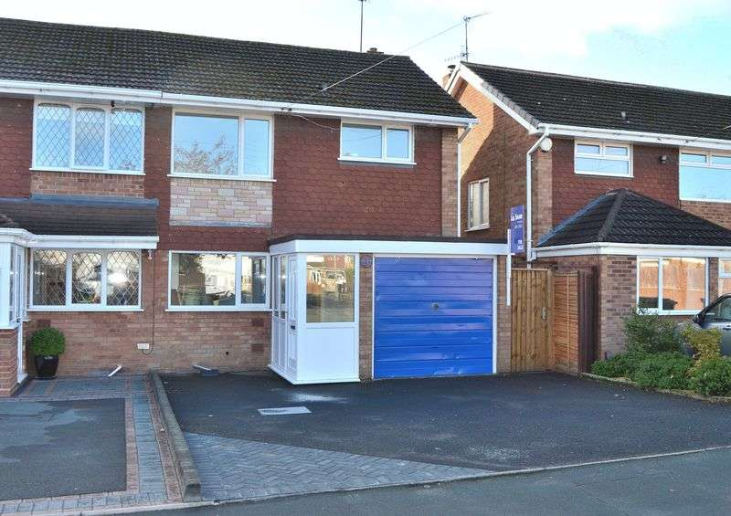 3 Bedrooms Semi Detached House for sale in Cherry Tree Road, Kingswinford