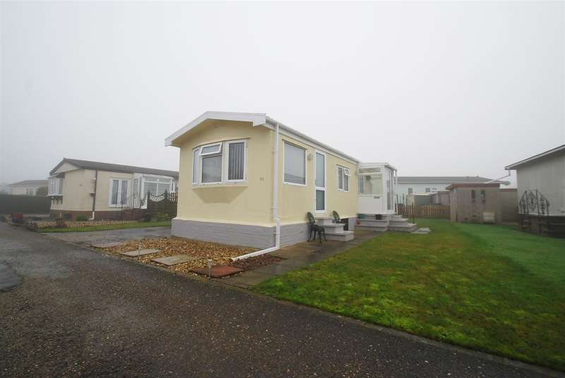 2 Bedrooms Bungalow for sale in Kingfisher Drive, Beacon Park Home Village, Beacon Way, Skegness