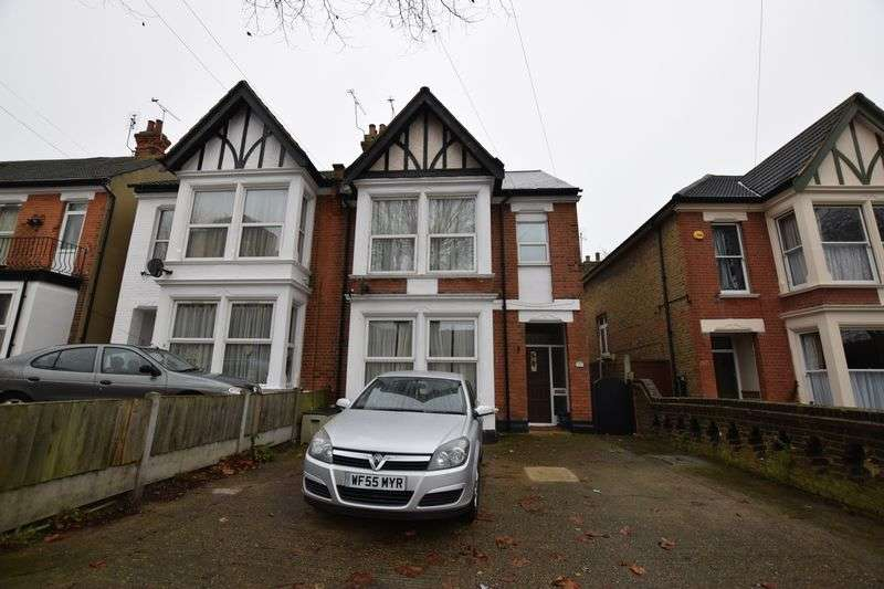 2 Bedrooms Flat for sale in Two Bedroom Ground Floor Flat in Southend