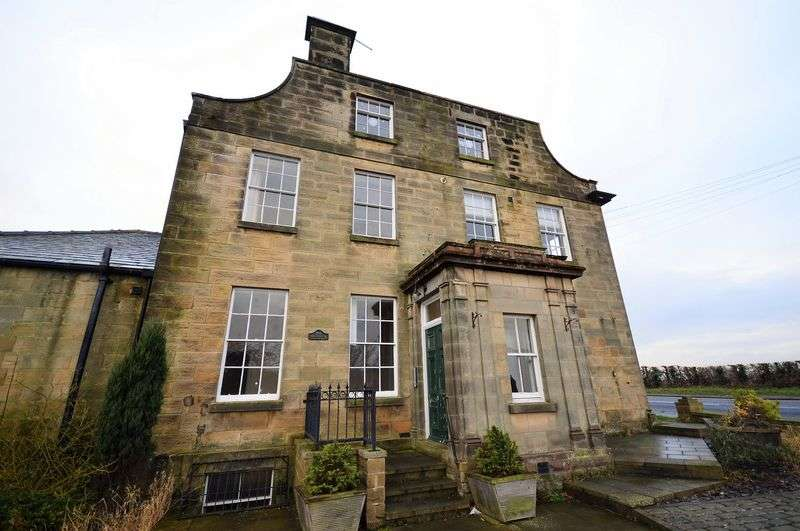 2 Bedrooms Flat for sale in Coach Road, Whitby