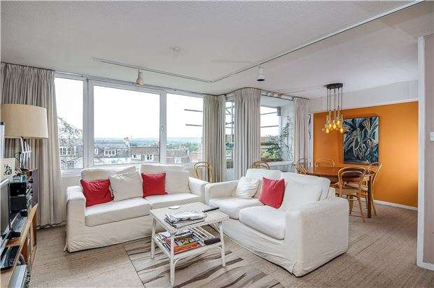2 Bedrooms Maisonette Flat for sale in Windsor Court, Victoria Terrace, Clifton, BRISTOL, BS8 4LJ