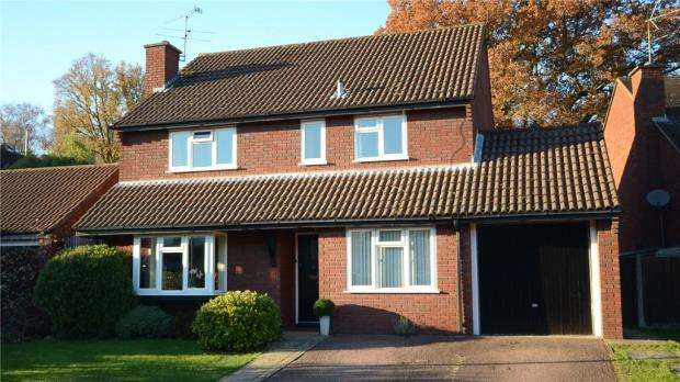 4 Bedrooms Detached House for sale in Larkspur Close, Wokingham, Berkshire
