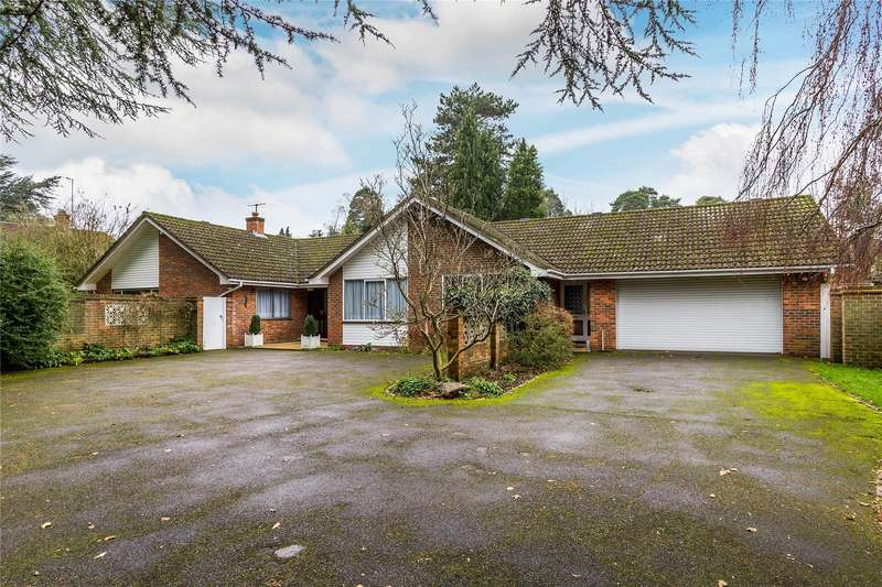 4 Bedrooms Detached Bungalow for sale in Hook Heath Road, Woking, Surrey, GU22