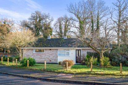 3 Bedrooms Bungalow for sale in Holton, Halesworth, Suffolk