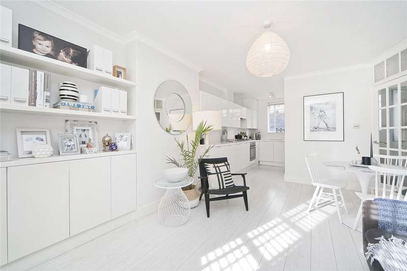 2 Bedrooms Flat for sale in Tyndale Mansions, Upper Street, N1
