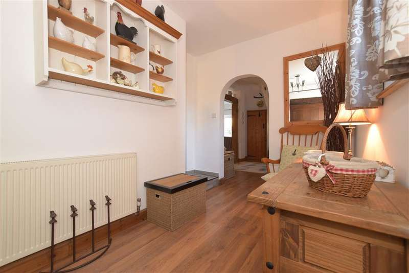 3 Bedrooms Semi Detached House for sale in Arundel Road, Walberton, Arundel, West Sussex