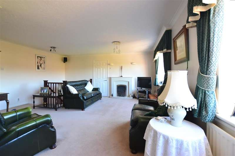 5 Bedrooms Detached House for sale in Derwent Close, Horndean, Waterlooville, Hampshire