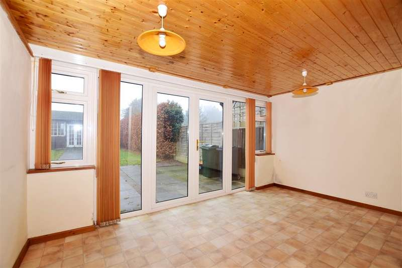 3 Bedrooms Semi Detached House for sale in The Ridge, Kennington, Ashford, Kent