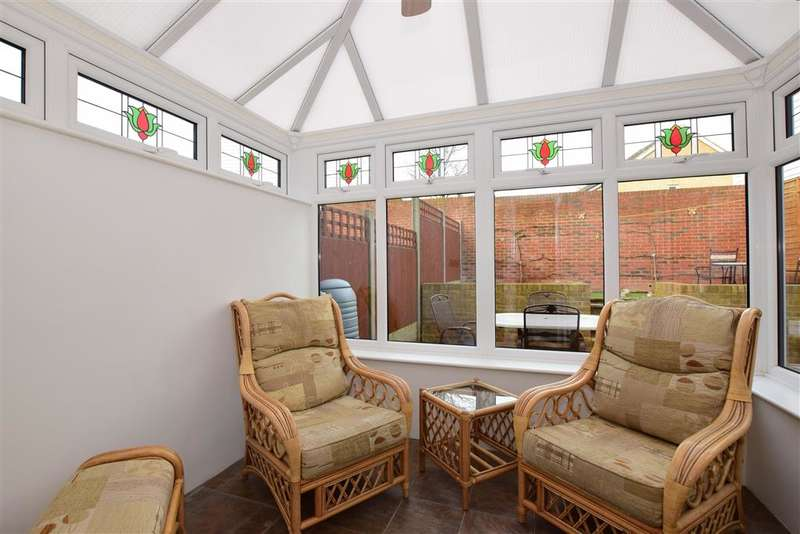 3 Bedrooms End Of Terrace House for sale in Baryntyne Crescent, Hoo, Rochester, Kent