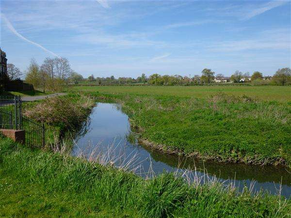 2 Bedrooms Apartment Flat for sale in Oake Woods, Gillingham