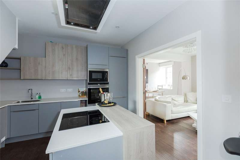 2 Bedrooms Flat for sale in Anya Apartments, 1 Station Road, Gerrards Cross, Buckinghamshire, SL9