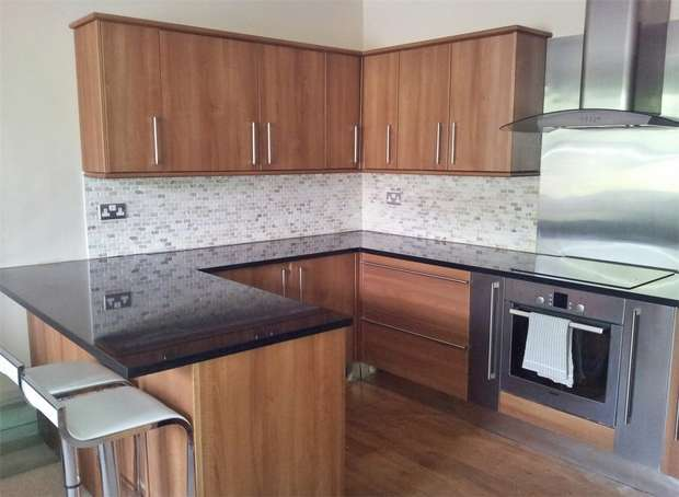 2 Bedrooms Flat for sale in Wakefield Road, Denby Dale, Huddersfield