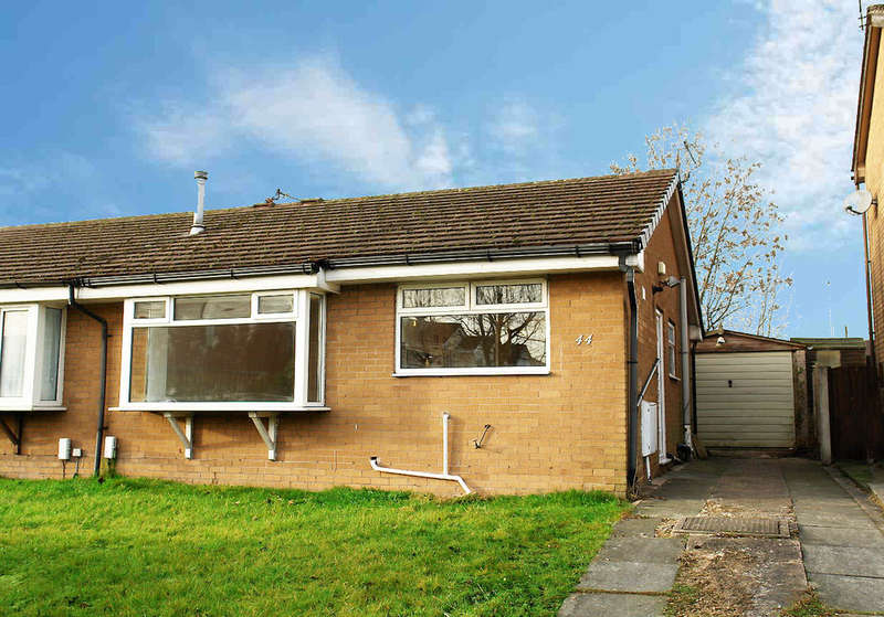 2 Bedrooms Semi Detached Bungalow for sale in 44 Ravenwood, Chadderton, Oldham