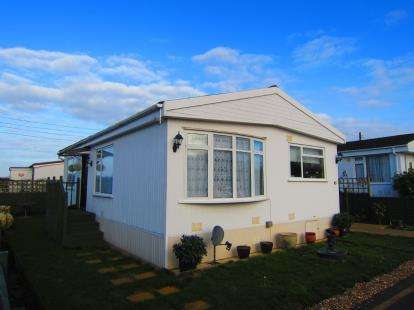 2 Bedrooms Mobile Home for sale in Dunton, Brentwood